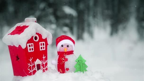 Vánoční sněhulák složení u červeného domu v lese Hd 1080p