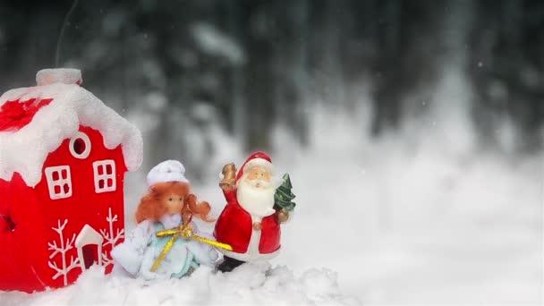 Hračky Santa Claus a Sněhurka v lese pod širým nebem u vánočního stromu 1920 Hd