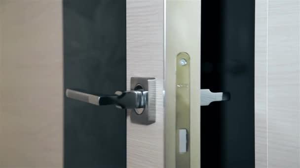 Otevírací ocelové dveře s kovovou rukojetí Hd 1920 × 1080. Texture.Background.
