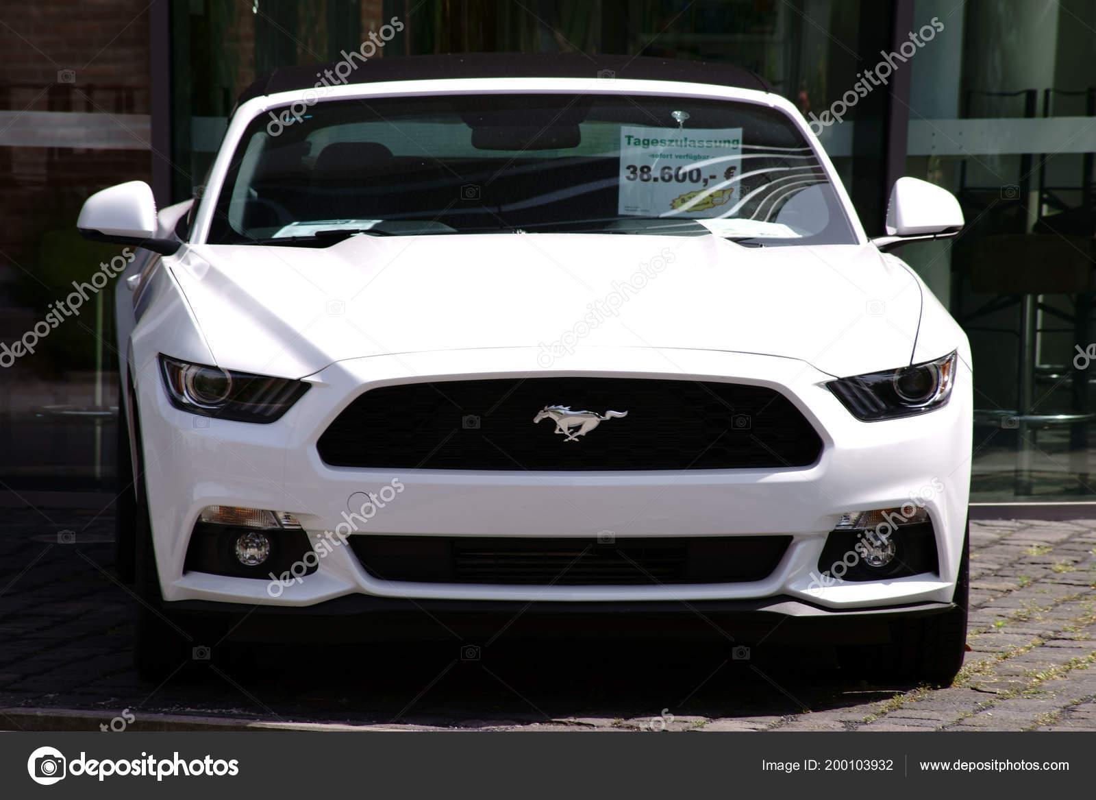 Ford Mustang Auto Deportivo Blanco Ford Mustang Estacionamiento Para
