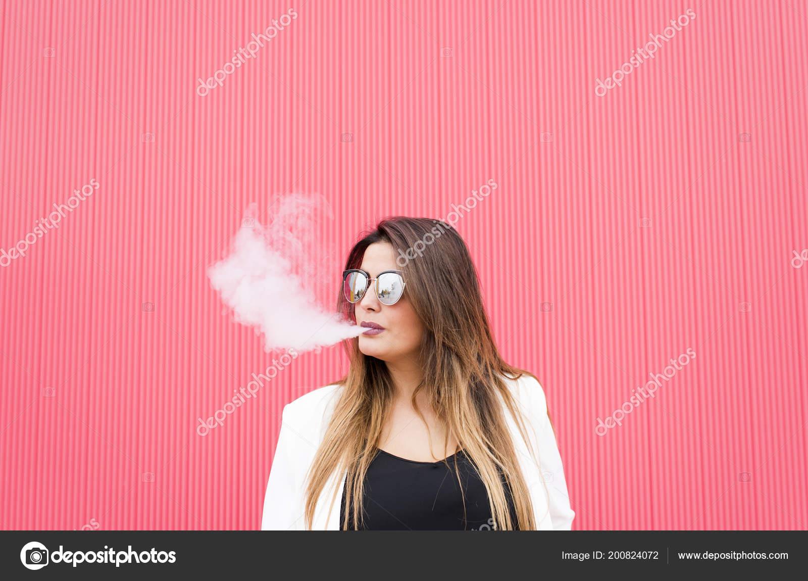 Mladé dívky kouření