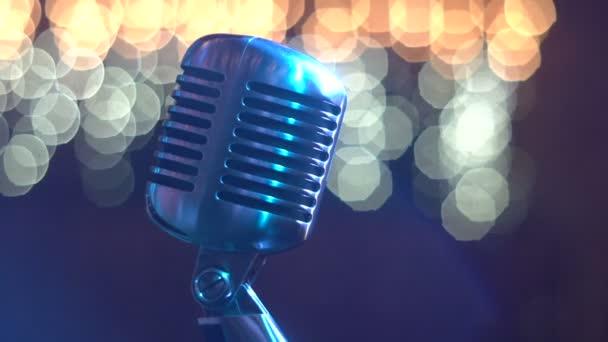 Mikrofon pro zpěv, retro
