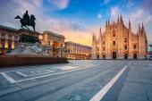 Fotografie Milán. Panorama snímek Milán, Itálie s milánskou katedrálu během východu slunce.