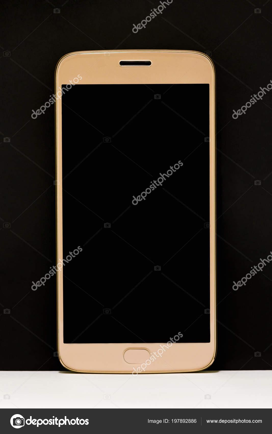9c221eecb6237 Румянец Смартфон Золотого Цвета Белый Пол Черным Фоном Бангкок ...