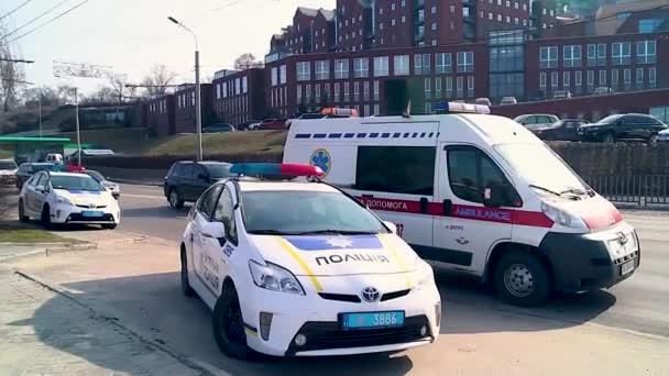 policejní auta a auto sanitka 1