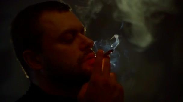 Ona muž kouří