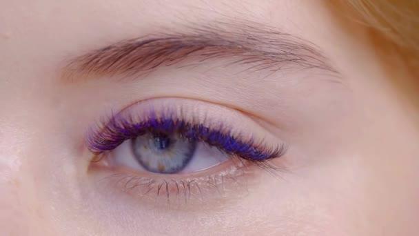 Žena oko detail dlouhé rozšíření barevné řasy
