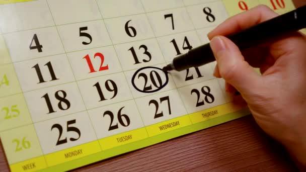 umani sono delineare ventesimo indicatore di giorno nel calendario usando nero, vista ravvicinata