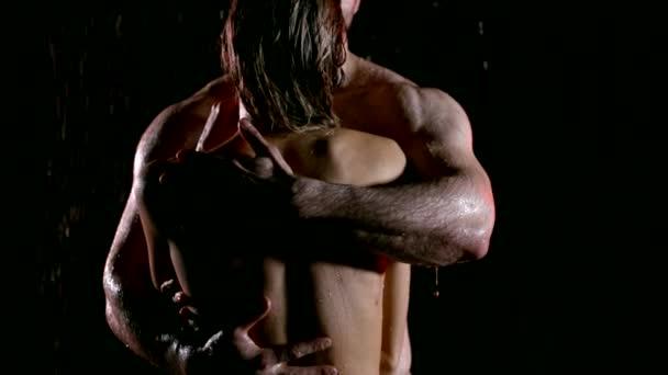 Leidenschaftliche nackte Paar berühren einander nass isoliert auf schwarz, sexy paar Models.
