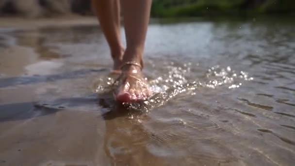 Alter Mann, junges Mädchen, Füße