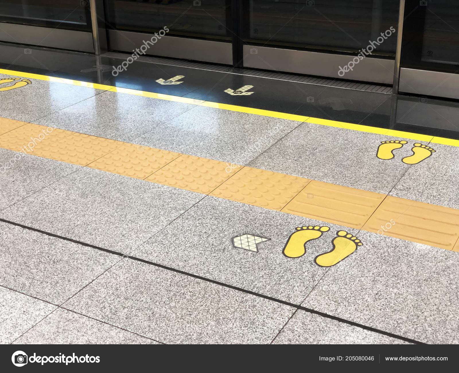 Footprint Floor Metro Station Platform