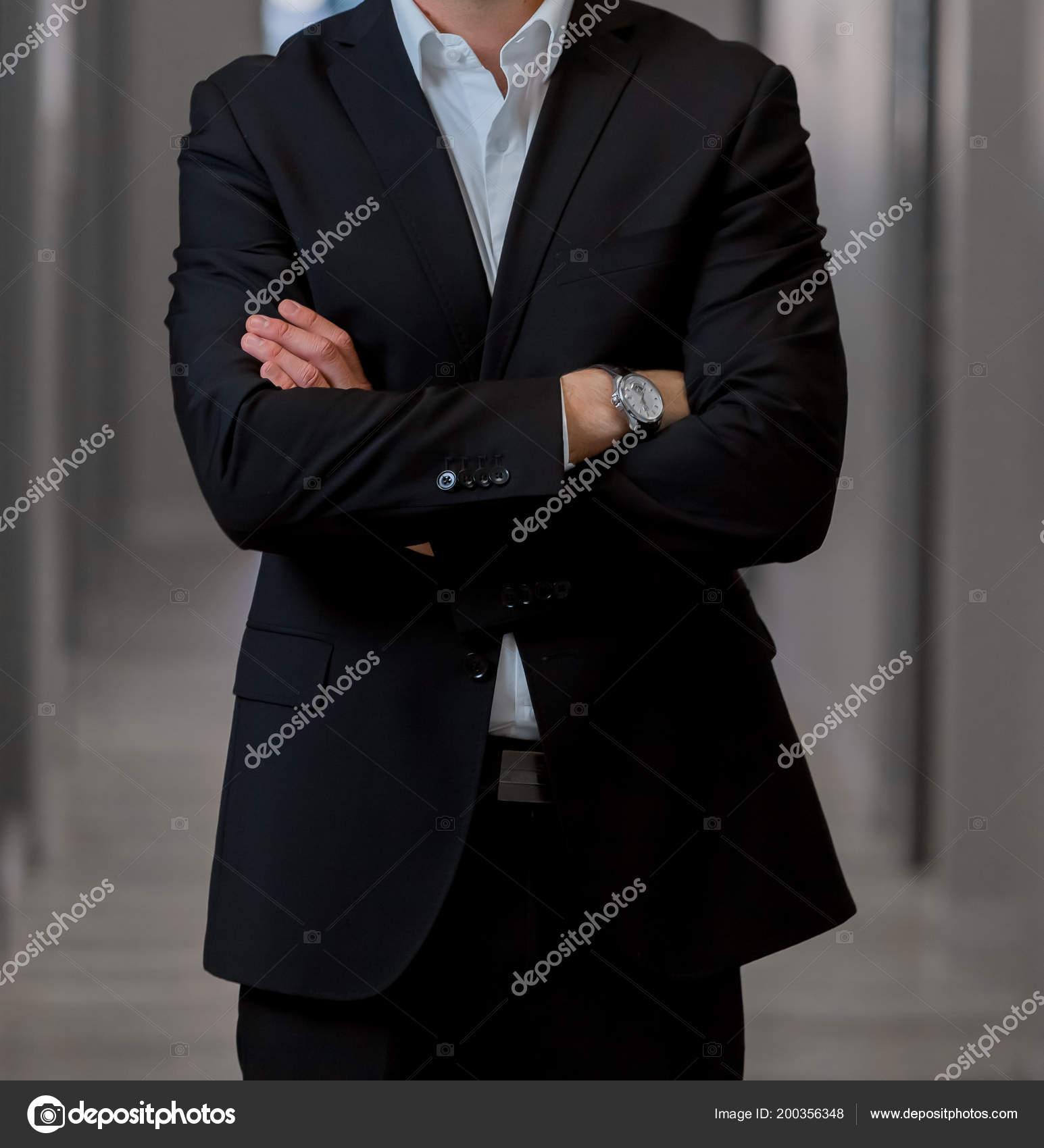 Cabeza Con Traje Hombre Elegante Brazos Parado Recortada Estar fwBURxqfr