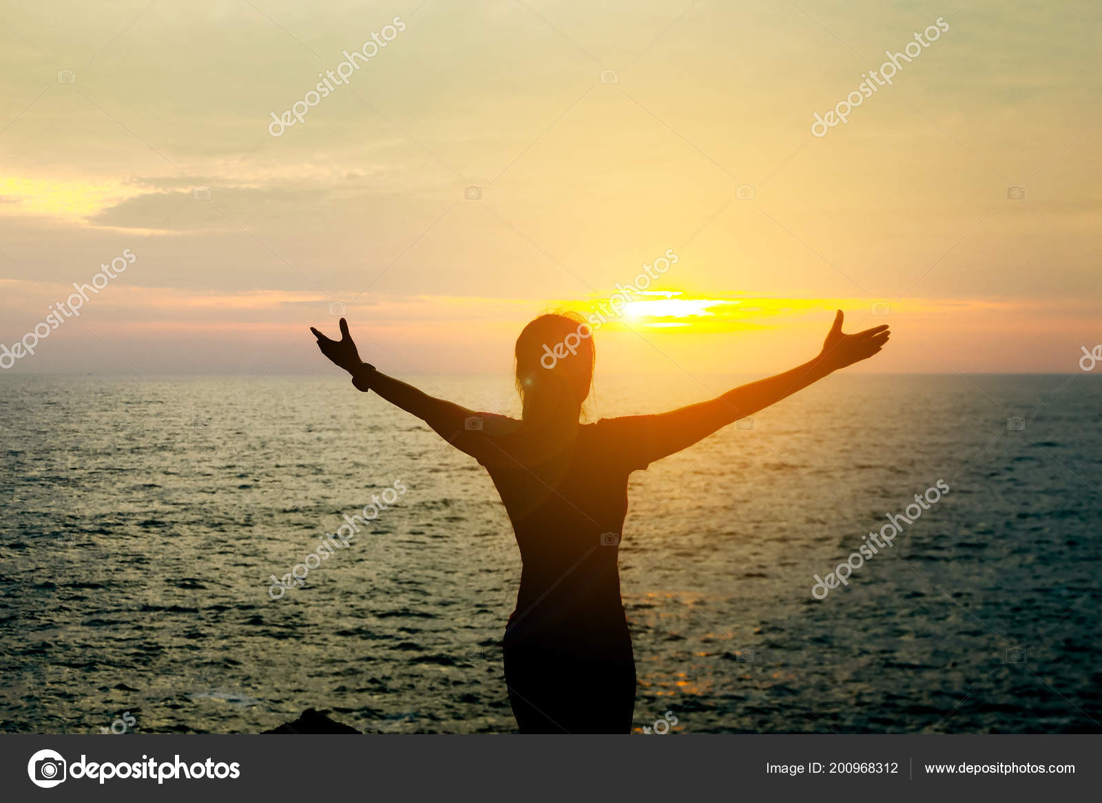 Silhueta Menina Bonita Ásia Natureza Tranquila Existe Pôr Sol Laranja —  Fotografia de Stock 2c4dcde8bf
