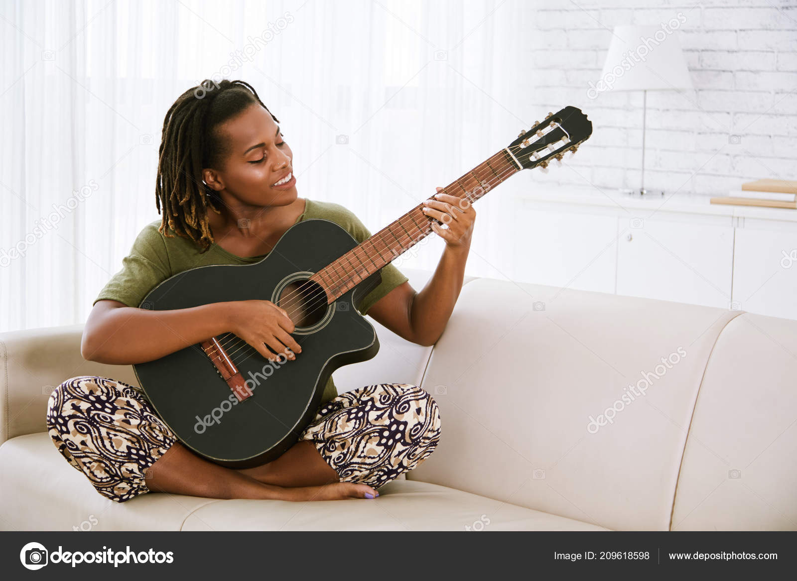 Smiling African American Woman Sitting Sofa Playing Guitar — Stock