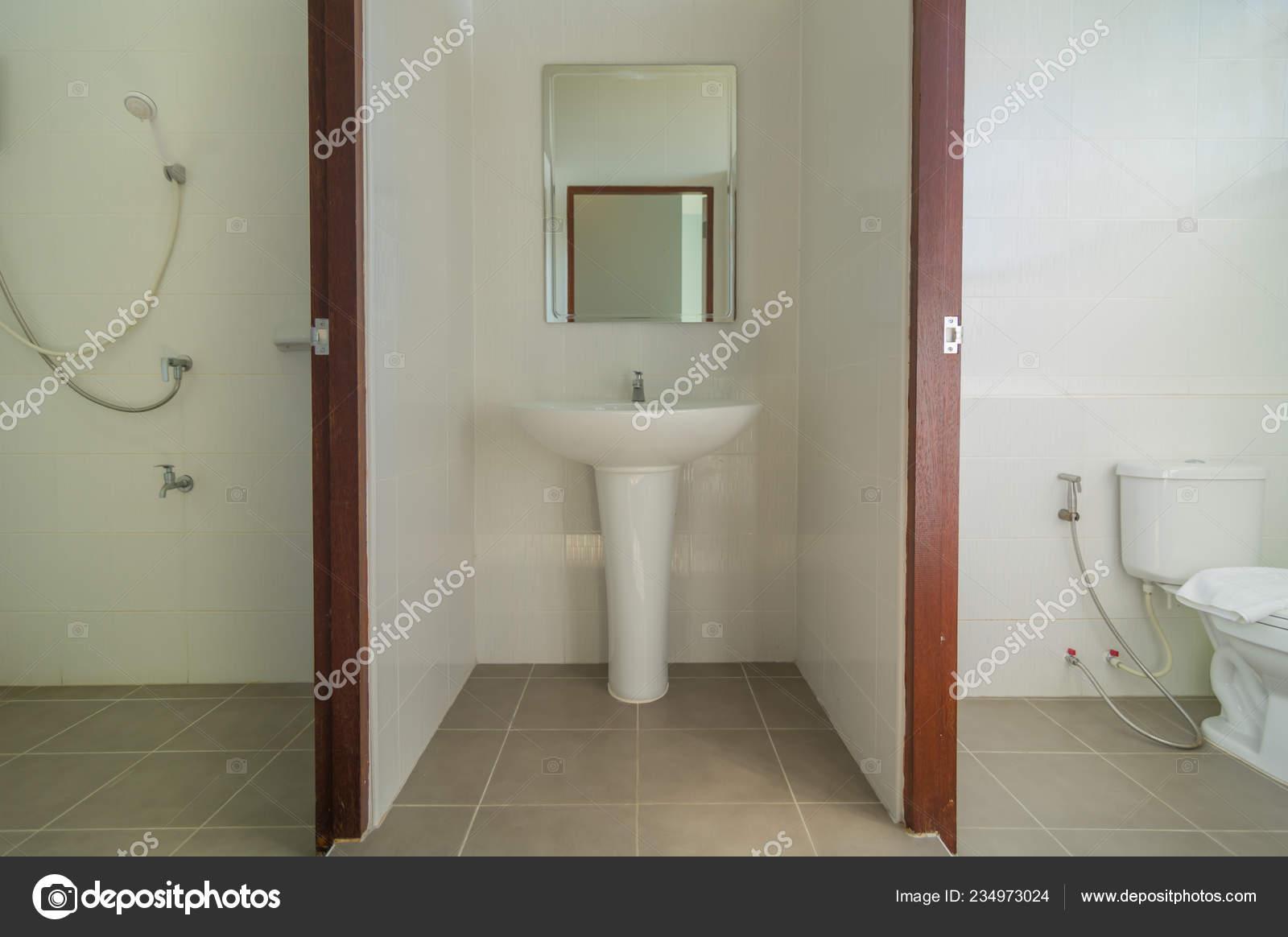Hermoso Cuarto Baño Grande Ducha Interior Moderno Cuarto ...