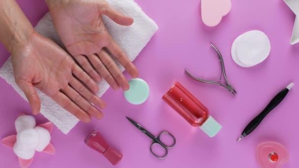 Manikúra. Koncept osobní hygieny a péče.
