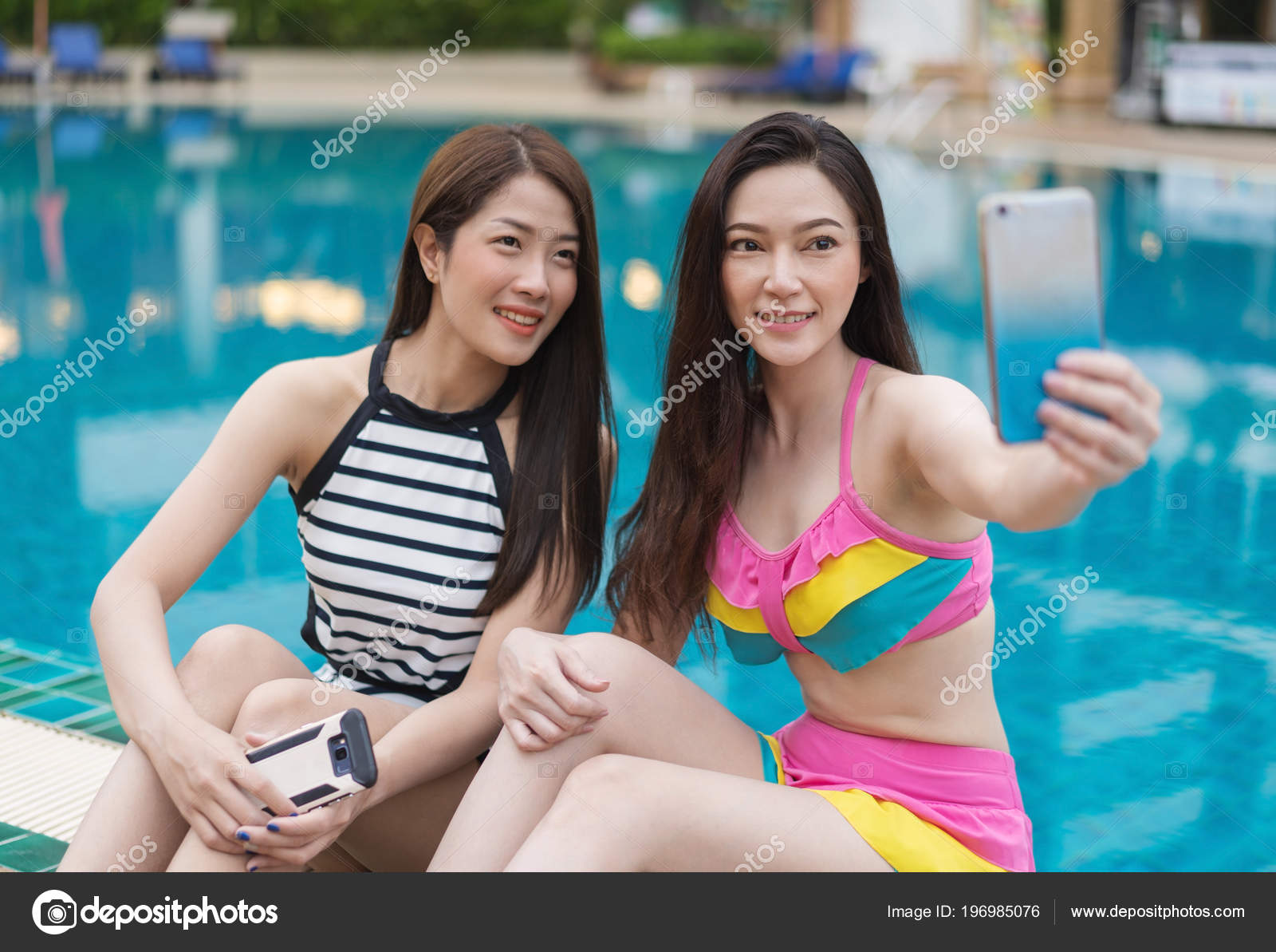 9157f232f2 Woman Swimsuit Making Selfie Photo Smartphone Swimming Pool — Stock Photo