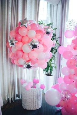Balloon Basket. Birthday party. Pink balloons