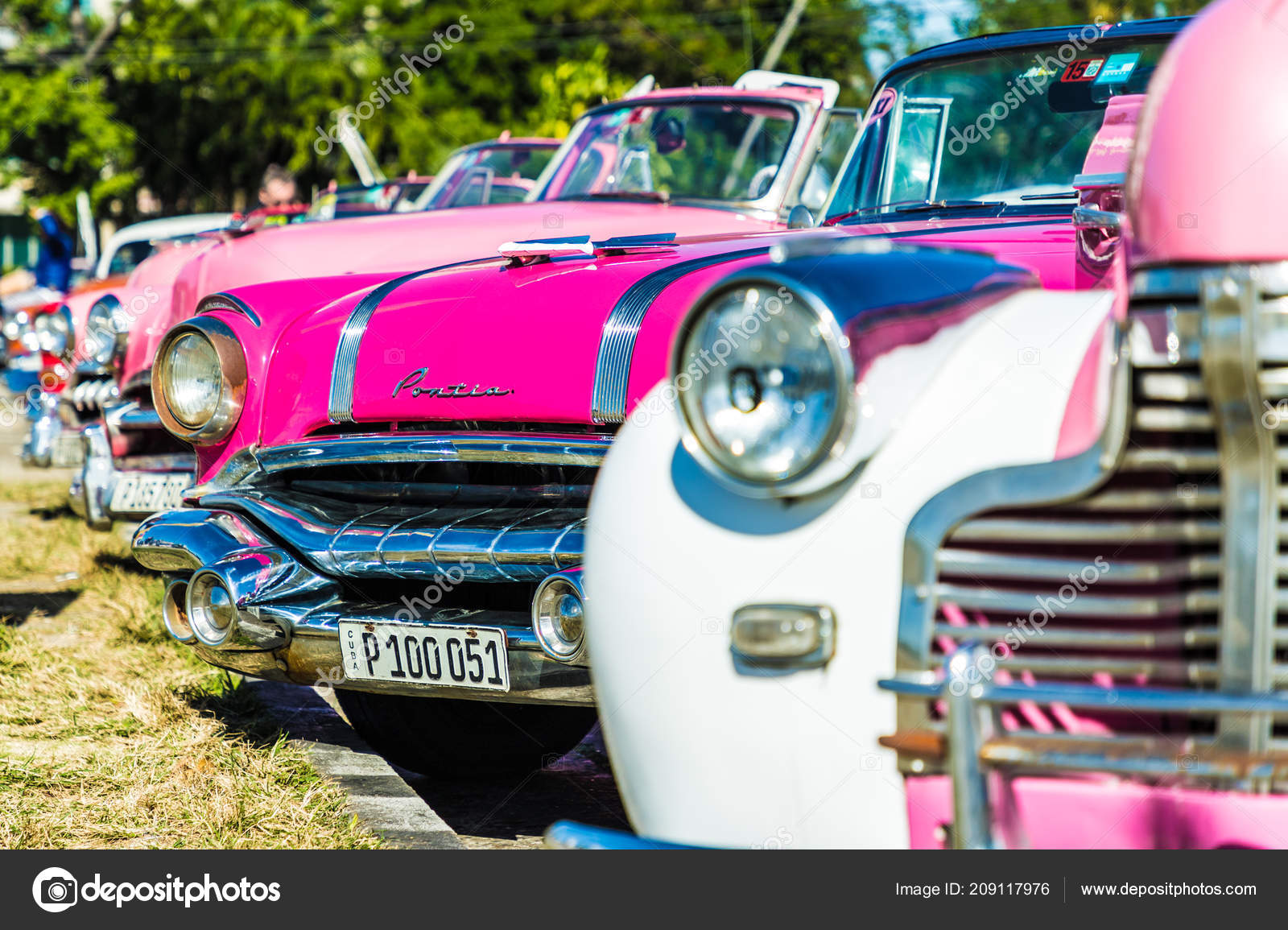 Vintage American cars in havana in Cuba – Stock Editorial Photo ...