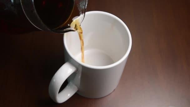 Egy bögre kávét öntsük