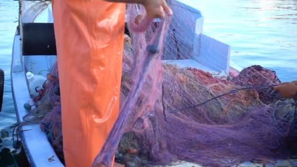 repairing fishnet fishing lines