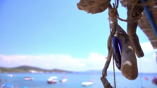 perla di amuleto e vicino al mare