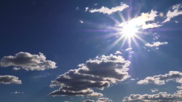 Sötét felhők és süt a nap