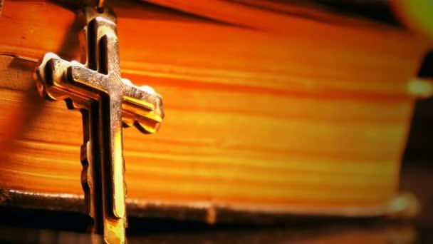 Biblia és a tűz sziluett