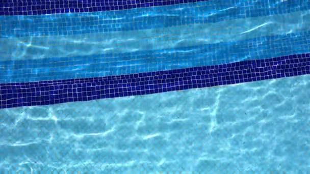 Bazén s vodou a dovolená