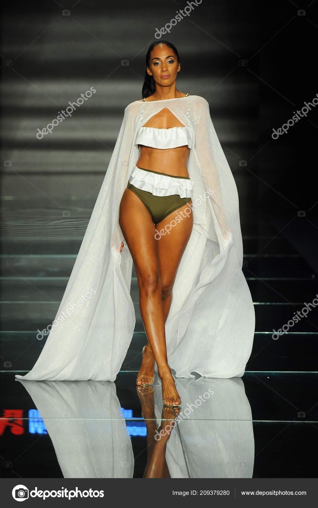 Miami Beach July Model Wears Fashions Design Students Miami International Stock Editorial Photo C Fashionstock 209379280