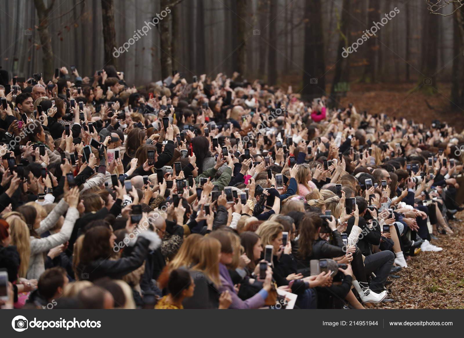 Рассказы про толпой, Трахают толпой: порно рассказы и сексуальные 22 фотография