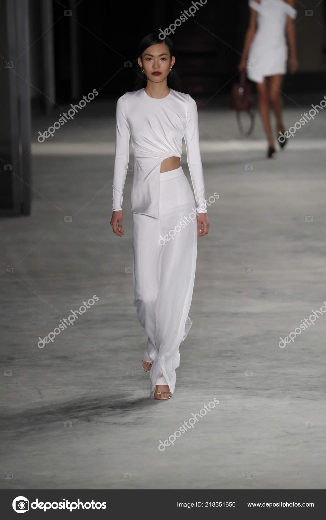 New York February Model Walks Runway Cushine Ochs Fall