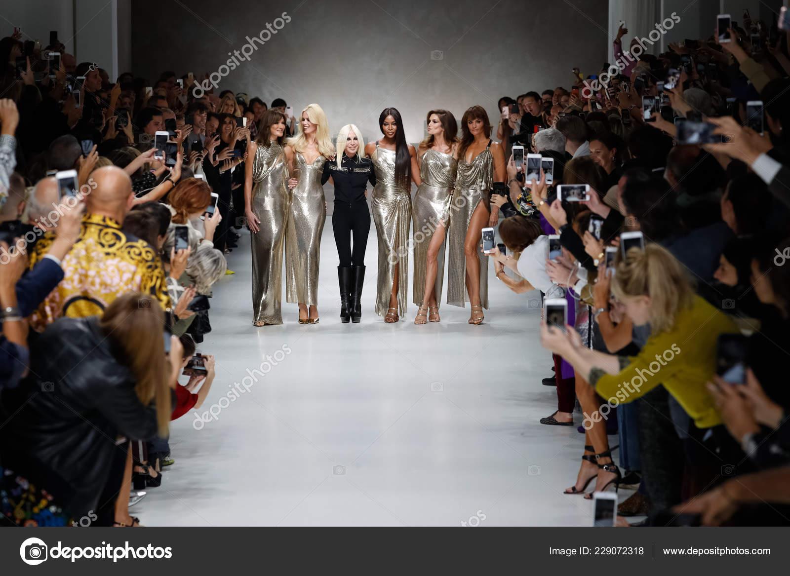Milan Italy September Carla Bruni Claudia Schiffer Naomi Campbell Cindy Stock Editorial Photo C Fashionstock 229072318