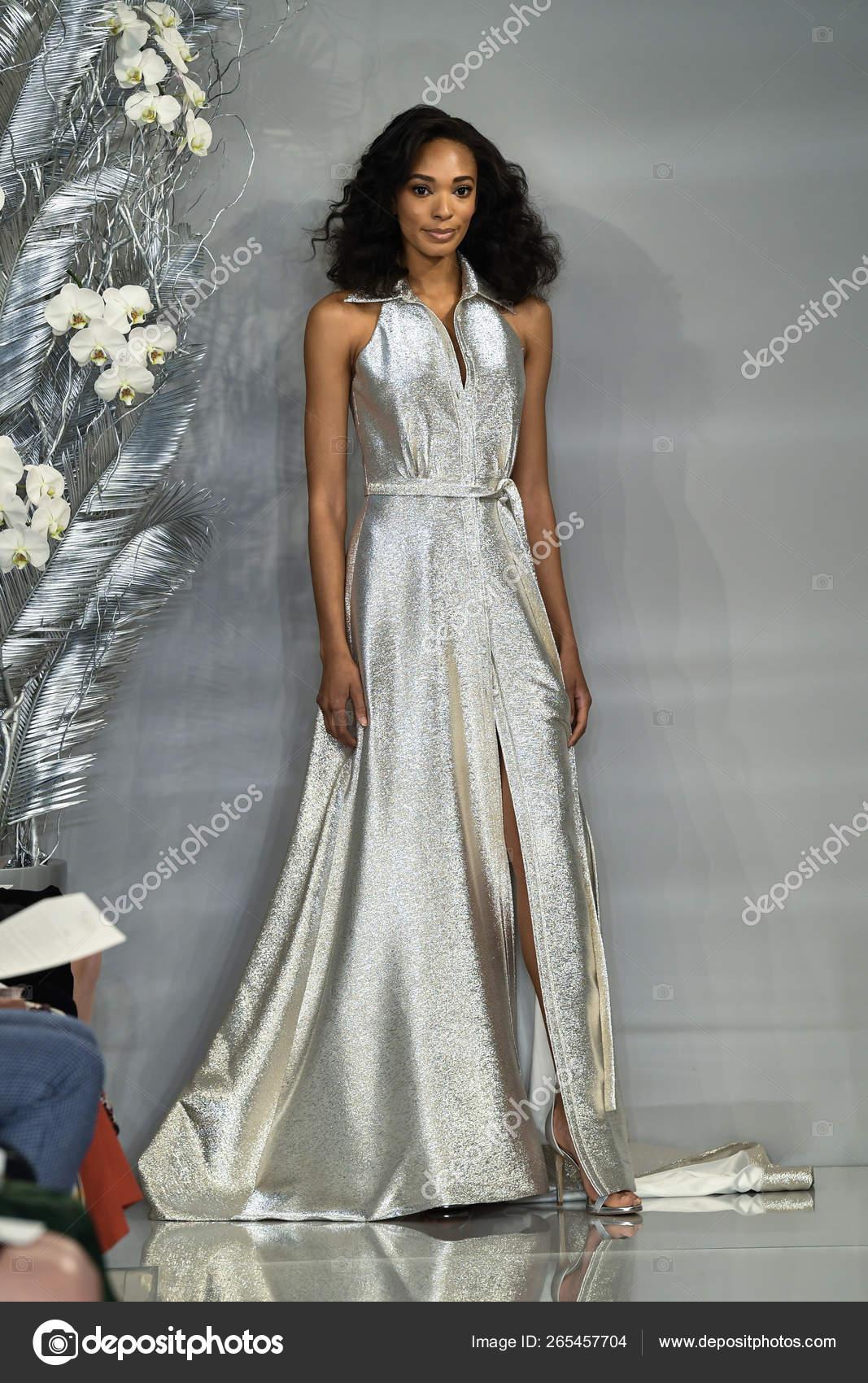 Nyc Fashion Week 2020.New York April Model Walks Runway Theia Spring 2020 Fashion