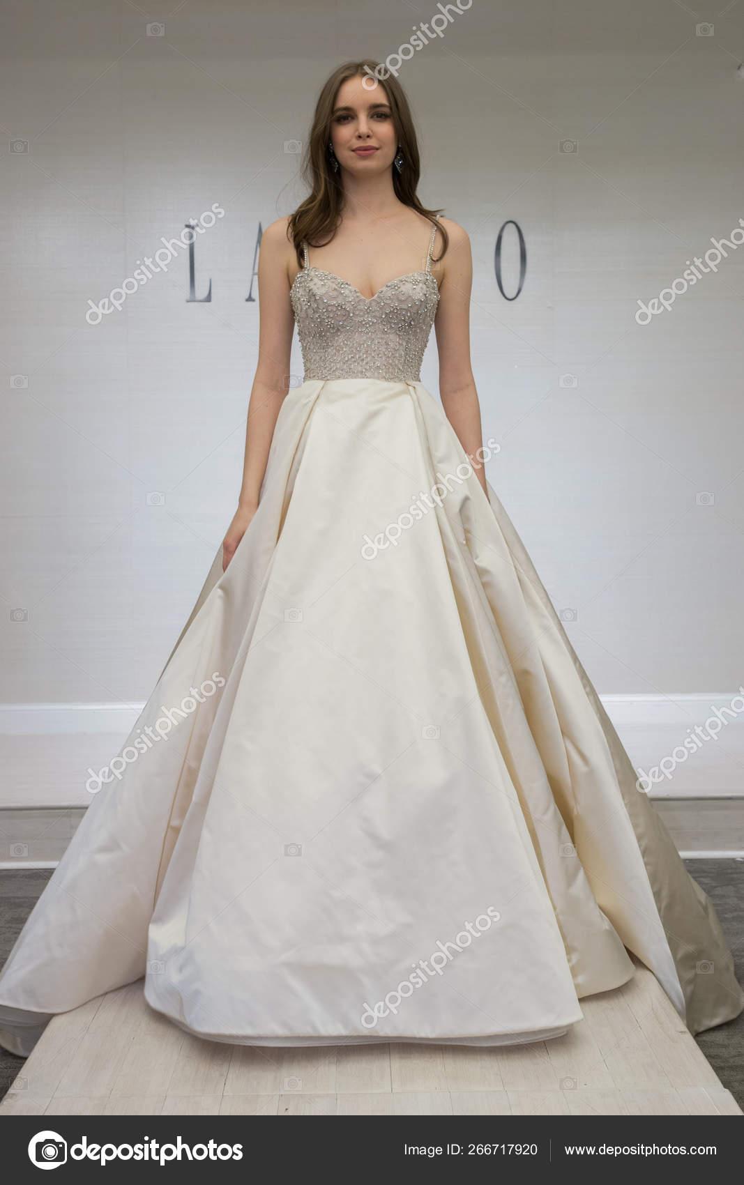9b9a2b93e5a New York April Model Posing Lazaro Spring 2020 Bridal Fashion — Stock Photo