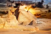 Malerische Ansicht der Pyramiden in Gizeh mit herrlichem Himmel auf dem Hintergrund