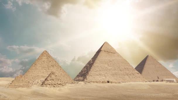 Obecný pohled na pyramidy