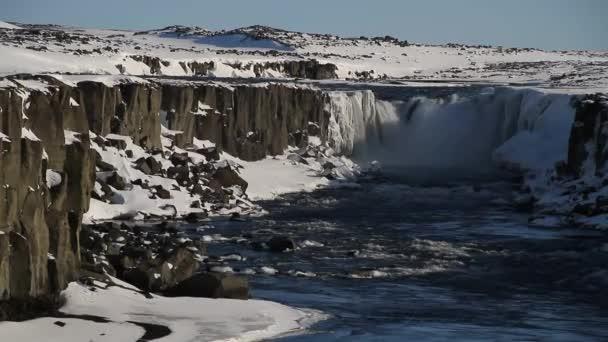Dettifoss-Wasserfall im Vatnajökull-Nationalpark im Nordosten Iceland.Detifoss Wasserfall - einer der mächtigsten Wasserfälle in Europa. Winterlandschaft