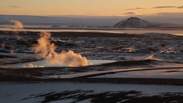 Krafla elektrárny Geotermální elektrárna na Islandu. Výroba ekologicky čisté, obnovitelné energie. Krajina z geotermálních zdrojů a geotermální elektrárny