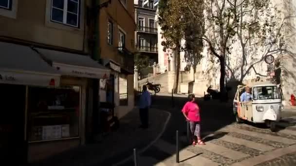 Pohled z předávání tram 28, Lisabon, Portugalsko. Lisabon - staré a krásné Evropské město, hlavní město Portugalska. Historických ulic, budov a střech