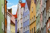 Blick auf alte Stadtstraße mit traditioneller Architektur von Landsberg am Lech, Bayern, Deutschland, Europa