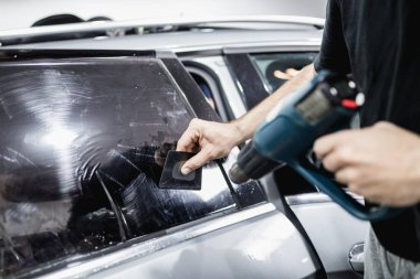 specialist does window tinting in the car