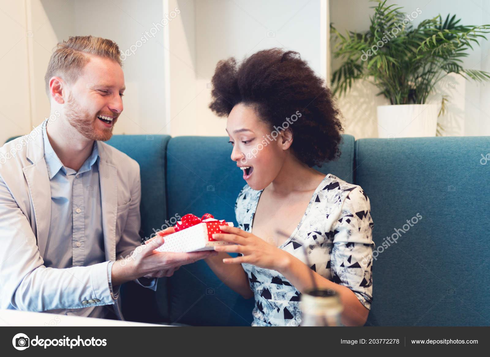 Dating någon lynnig Dejting i mörker på begäran