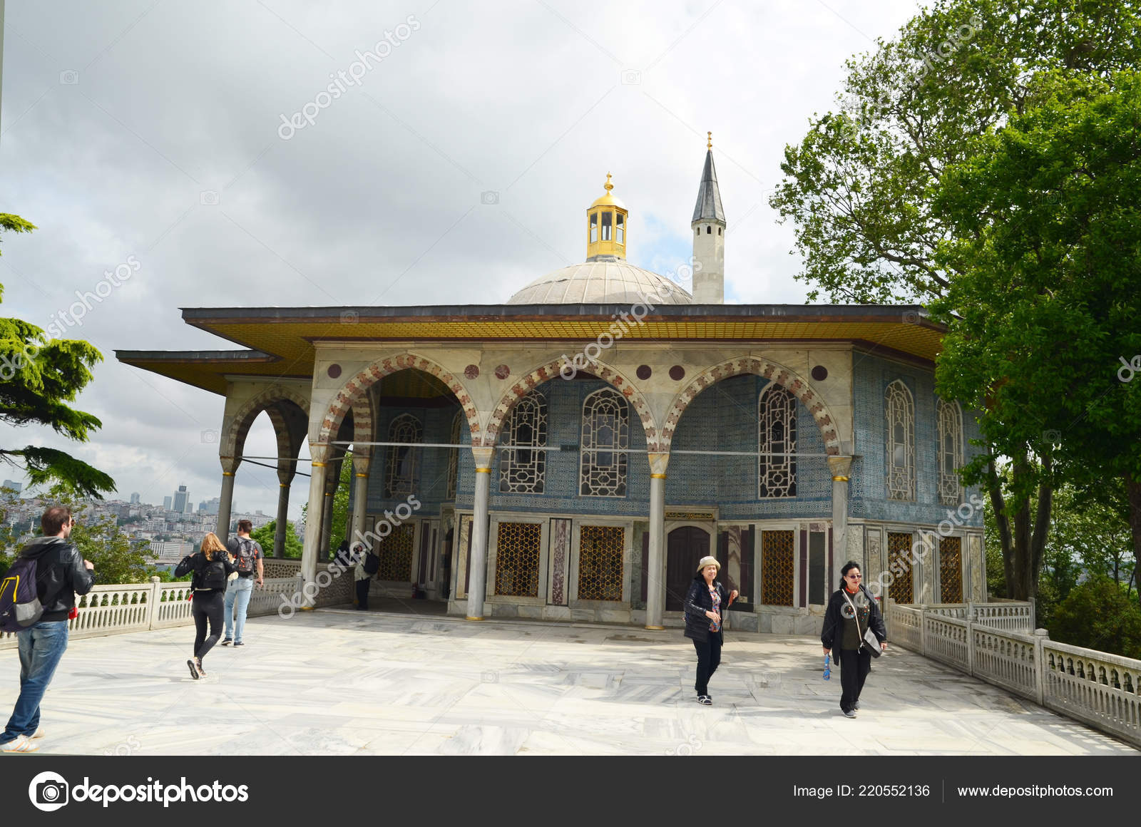 Estambul Turquía Mayo 2018 Mármol Terraza Con Kiosco Bagdad