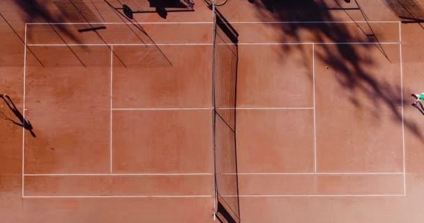 agyag teniszezők