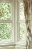 Eckfenster mit Vorhang
