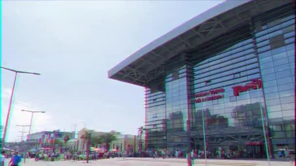 Škubnutí. Vlakové nádraží Adler. Sochi, Rusko-15. července 2015: stavba nové budovy je dokončena v roce 2013. 28. října 2013 za přítomnosti ruského prezidenta Vladimíra Putina. Video. UltraHD (4k)