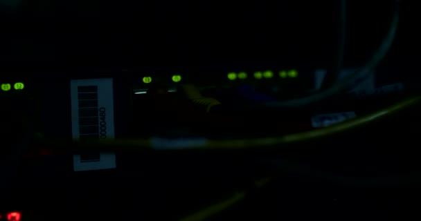 Server-Kabel und Lampen