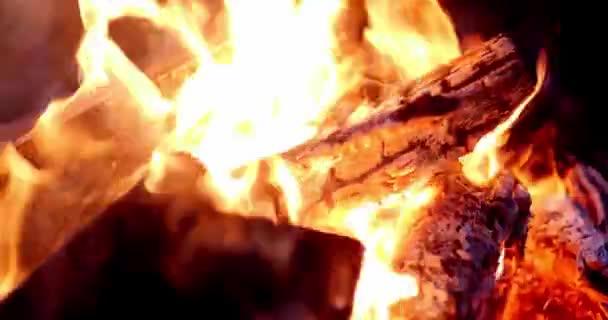Oheň v krbu Closeup