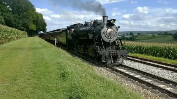 Strasburg, Pennsylvania, srpen 2018 - parní vlak vytáhnutím piknik oblast podél Amish Farmlands